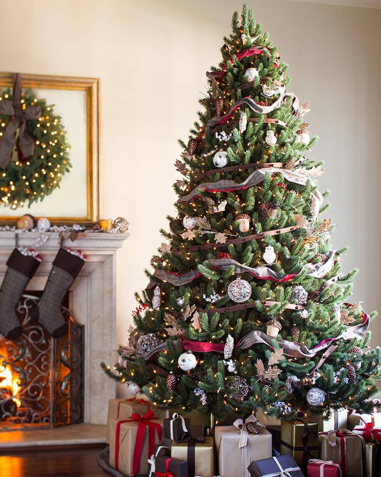 Decorated christmas tree - Details Full Service Interiors - Interior Decorator in Monson